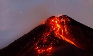 volcanes haciendo erupcion